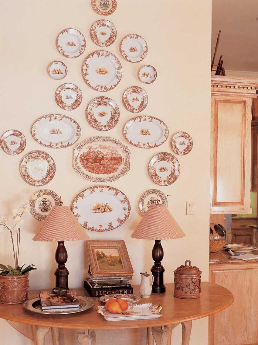 лепту фотографии стен украшенных тарелками всегда получается отойти
